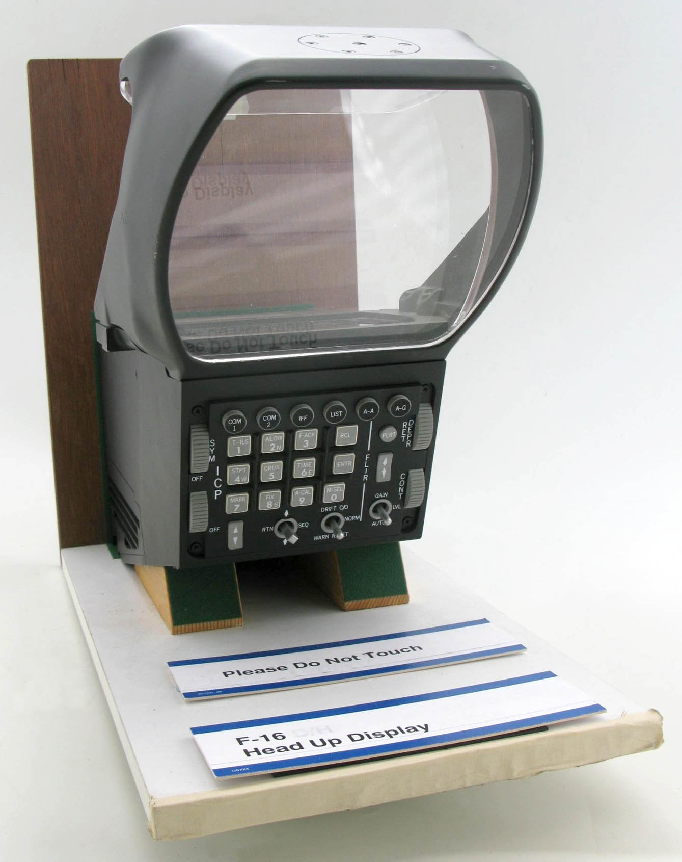 F-16 LANTIRN HUD (display model)